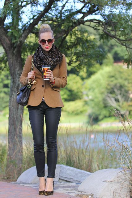 10 Ways to Style Black Skinny Jeans | Blonde Mom Blog