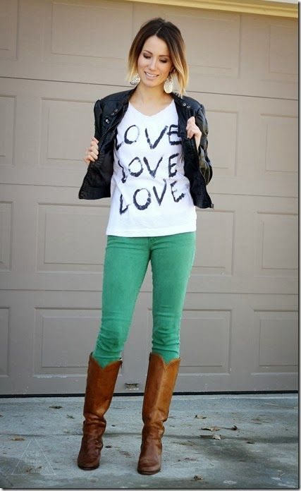 graphic tee and skinny jeans