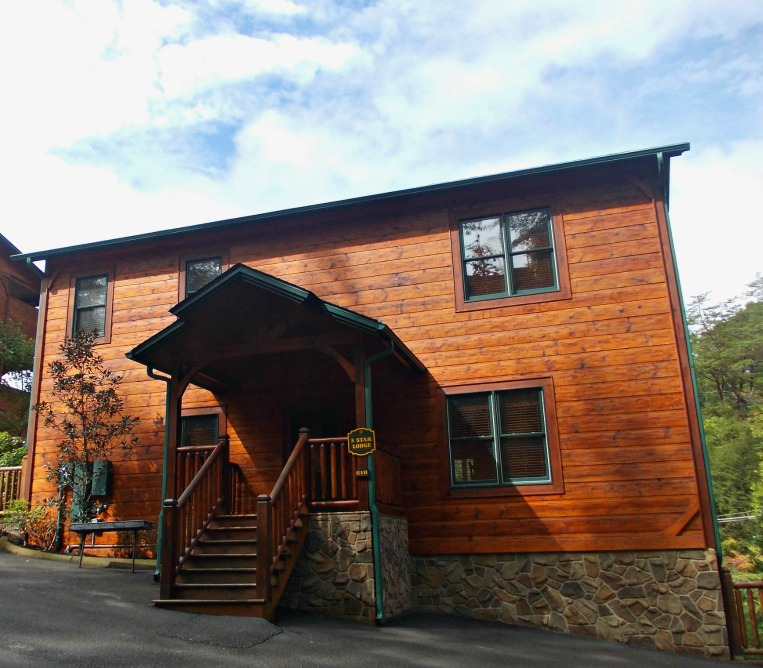 Five Bedroom Cabin Gatlinburg