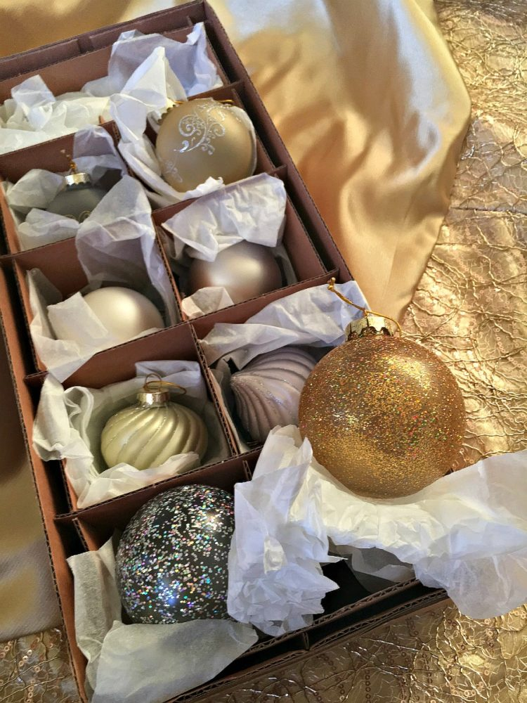 classic-tree-ornaments-in-gold-and-silver